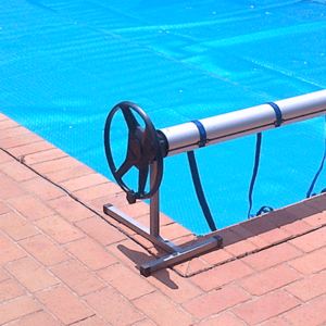 hand reel for pool cover roll-up station